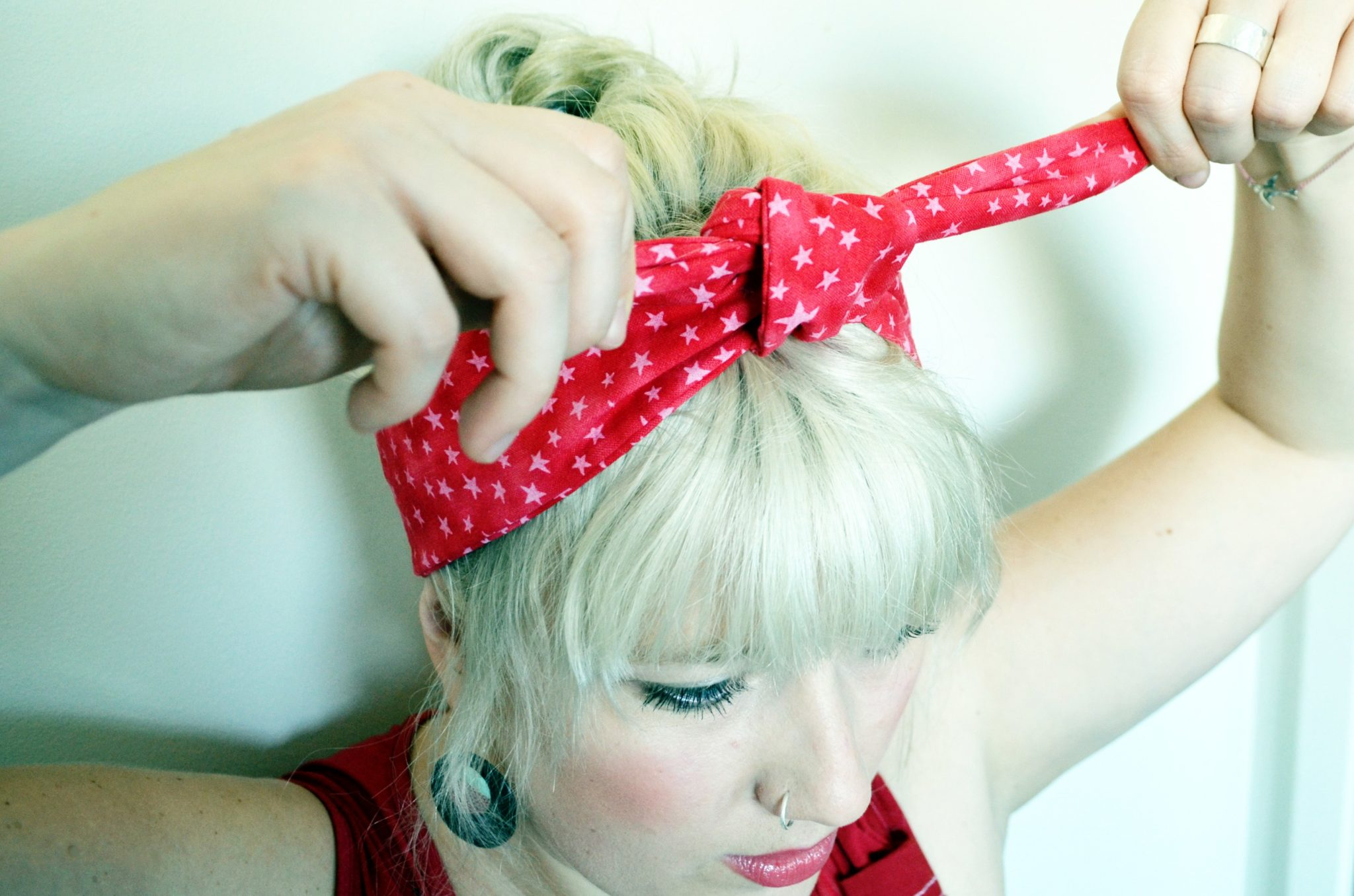 How to tie a rockabilly headband maple and oak designs 6 and finally pull on both ends tadaaa the perfect rockabilly headband knot if its not perfectly flat you can always adjust it a bit with your fingers ccuart Gallery